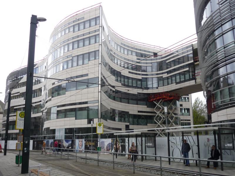 Beratung zu einem Estrichaufbau im Einkaufszentrum Kö-Bogen, Düsseldorf