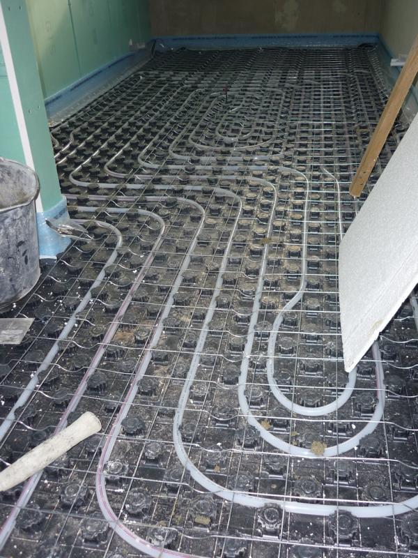 Untersuchung zur Wirkung einer Bewehrung durch Betonstahlgitter in einem Estrich