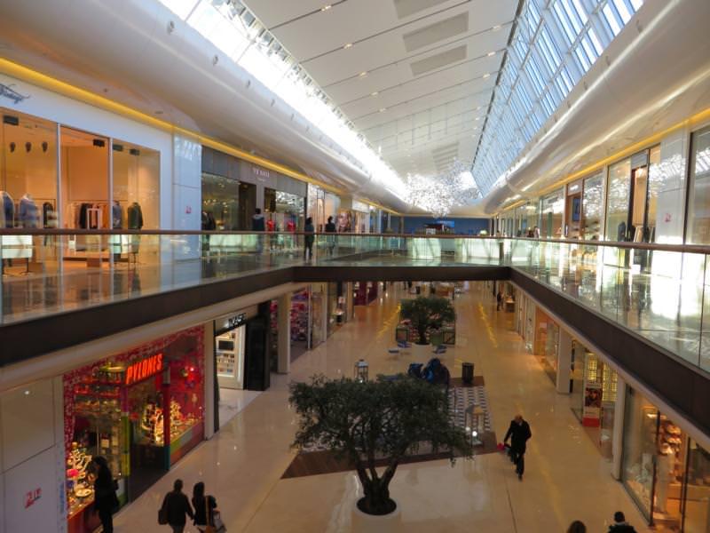 Gutachten zur Ablösung eines PVC-Designbelages, Einkaufszentrum, Marseille