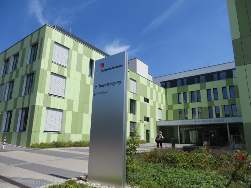 Beratung zu Eindrückungen im Linoleumbelag in einem Klinikum im Raum Frankfurt